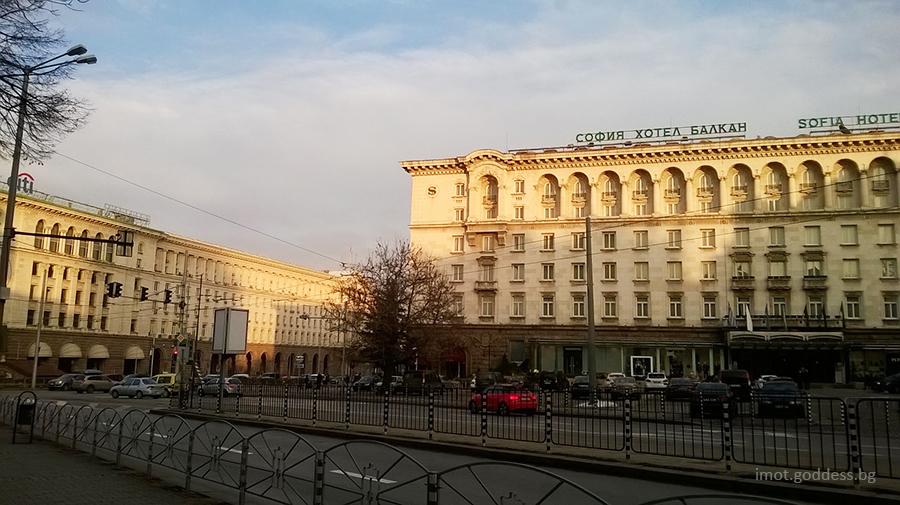 Площад Света Неделя и Хотел Шератон