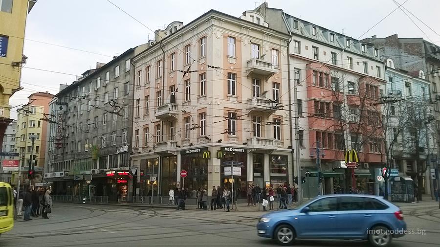 Ъгъла на бул. Витоша и Алабин