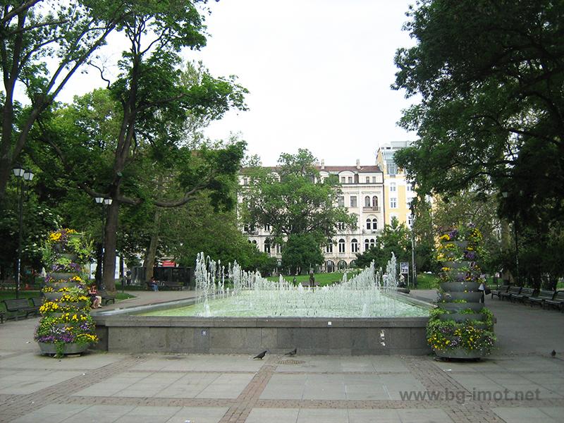 24 Май - Градинката пред Народен театър Иван Вазов